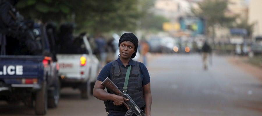 Oficial de policía de Malí durante una intervención