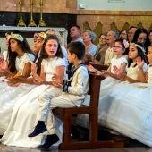 Más de cincuenta niños y niñas que han recibido su Primera Comunión en siete parroquias de la ciudad acudieron a Lledó.