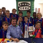 José Ramón de la Morena con los jugadores del Barcelona, campeones de LaLiga Promises