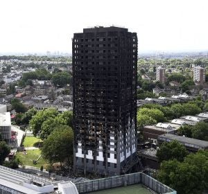 La Torre Grenfell tras ser asolada por el fuego