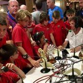 De la Morena con los niños en el III Torneo Internacional de LaLiga Promises.