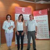 La concejala de Servicios Sociales y Desarrollo Local, Arantxa Martínez, visitó el vivero de empresas de Vila-real junto a Javier Valls, secretario adjunto de la Cámara, y Pilar Querol, responsable del servicio.