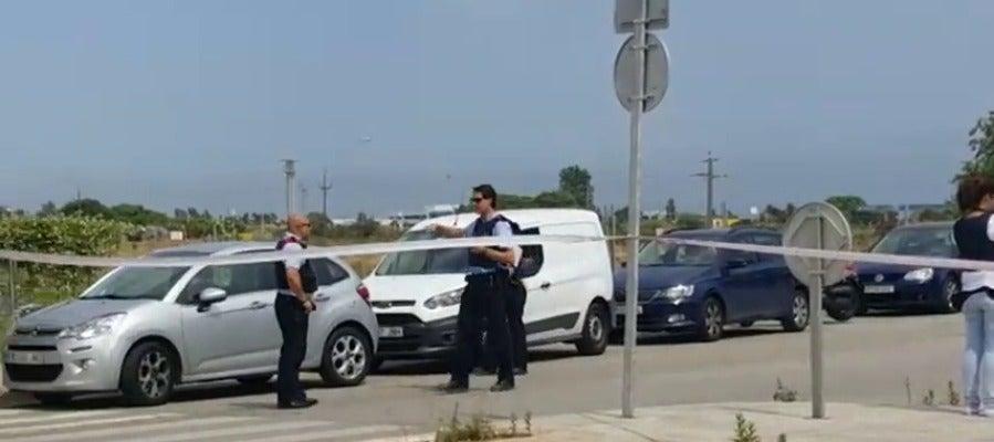Un hombre hiere a dos policías locales en el tanatorio de Gavà con un AK-47 y se da a la fuga