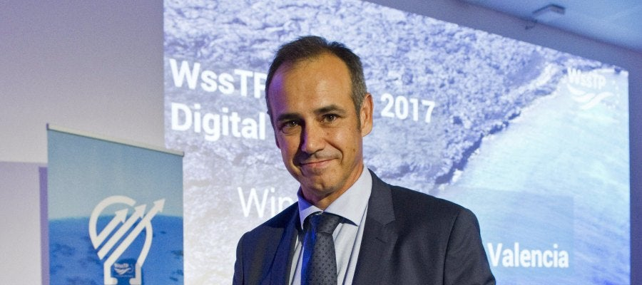 Dionisio García Comín, CEO de Global Omnium, recogiendo el premio anual de la plataforma europea del agua (Water Supply and Sanitation Technology Platform, WssTP), en reconocimiento a la transformación digital de la compañía.