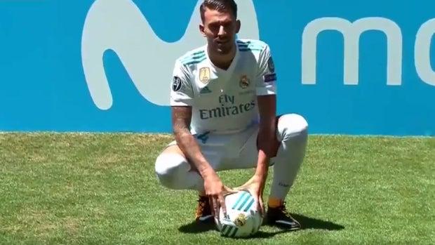 Dani Ceballos, con la camiseta del Real Madrid