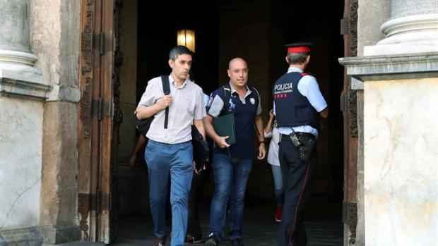 Tertulia: ¿Se debió tapar la cara la Guardia Civil para entrar en el Palau y el Parlament?
