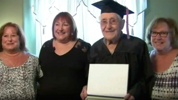 Charles Leuzzi, el veterano de guerra que a los 97 años ha celebrado su graduación escolar