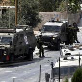 Soldados israelíes patrullan en una villa cerca de la ciudad de Belén, en el territorio palestino de Cisjordania
