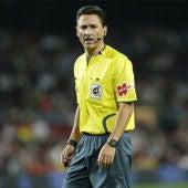 El árbitro español, Daudén Ibáñez.