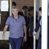 Ángel María Villar, saliendo de prisión
