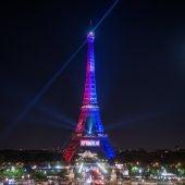 La Torre Eiffel iluminada con los colores del Paris Saint-Germain (PSG)
