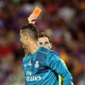 El colegiado expulsa a Cristiano Ronaldo en el Camp Nou