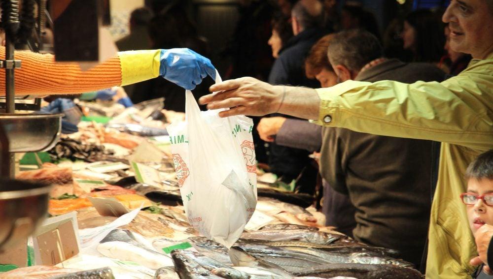 En 2018 se prohibirá el consumo de bolsas de plástico gratis