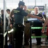 Guardias civiles en el Aeropuerto de El Prat