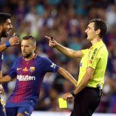 El árbitro De Burgos Bengoetxea, en el clásico de la Supecopa de España 2017 entre Barcelona y Real Madrid