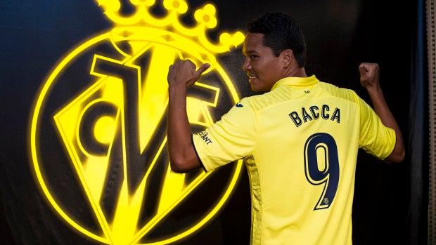 Carlos Bacca posa como nuevo jugador del Villarreal