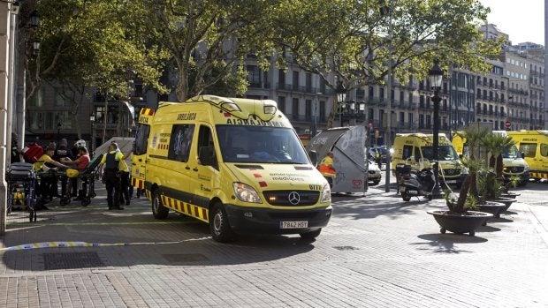 Ambulancias en las inmediaciones del atropello de Barcelona