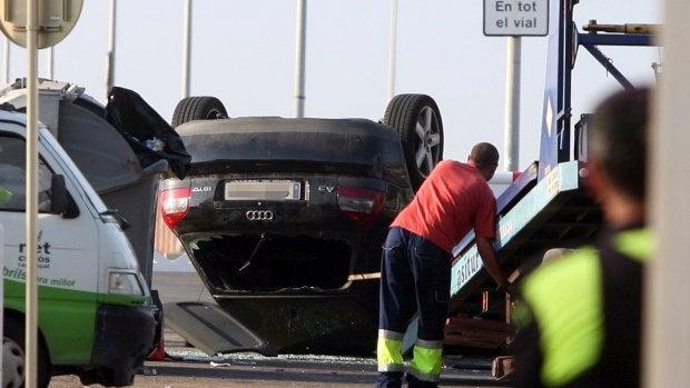 El vehículo utilizado por los terroristas en Cambrils