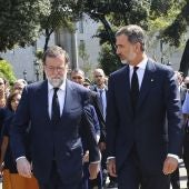 El rey Felipe VI, junto al presidente del Gobierno, Mariano Rajoy