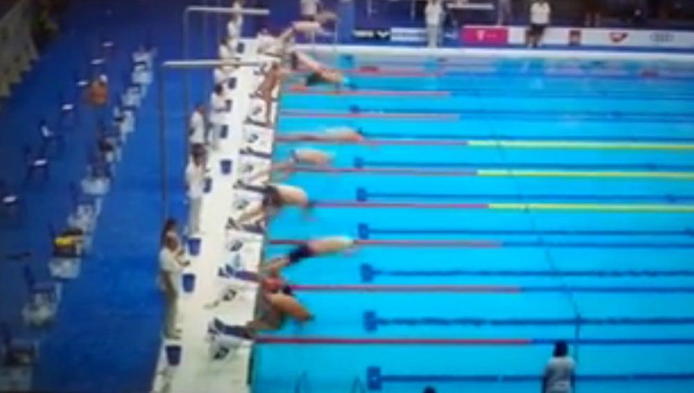 Español se queda parado en competición de natación