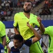 Tekio, Gonzalo y Collantes defienden ante los jugadores del Sabadell.