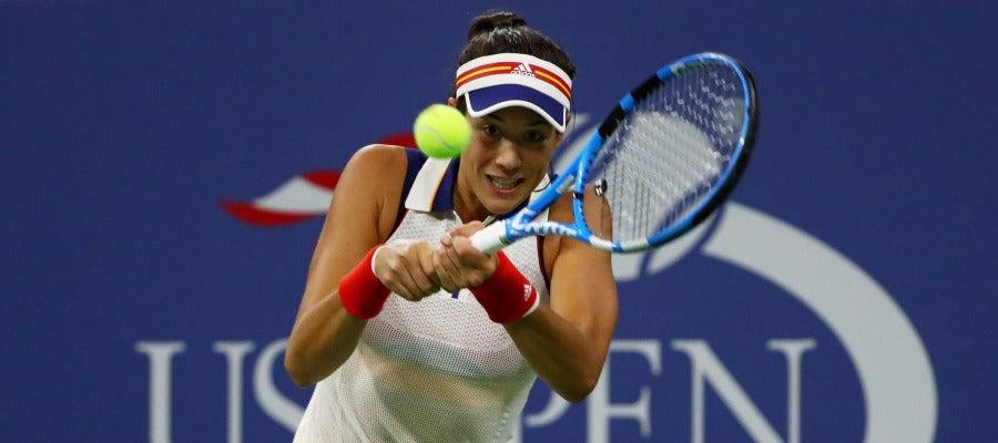 Muguruza devuelve la bola a su rival en el US Open