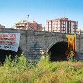 Estelada colocada en el Puente de Segovia (Madrid)