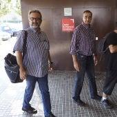 El asesor del comité de huelga, Juan Carlos Giménez, acompañado de trabajadores de Eulen