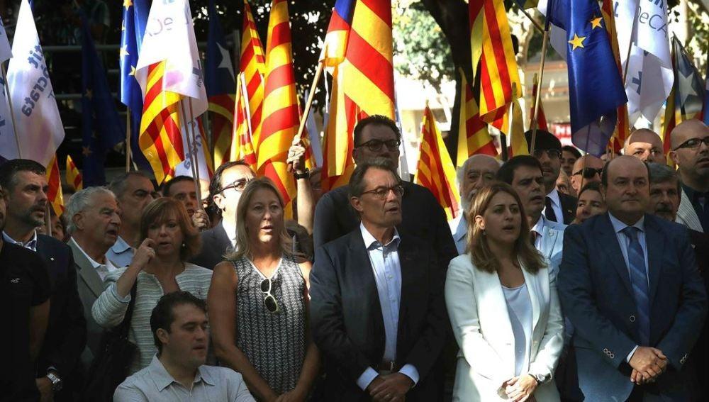 Artur Mas junto a los dirigentes del PDECAT, Marta Pascal y David Bonvehi