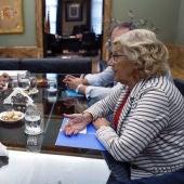 Manuela Carmena reunida con Concepción Dancausa