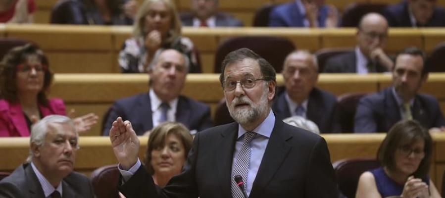 Rajoy exige al PDeCAT que no hable de democracia mientras la liquida en Cataluña y