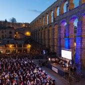 727 personas bailaron la jota a los pies del Acueducto de Segovia en 2017