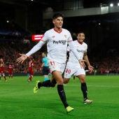 Correa festeja el gol del 2-2 en Anfield