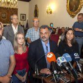 El alcalde de La Laguna, José Alberto Díaz, junto a representantes de otros grupos políticos