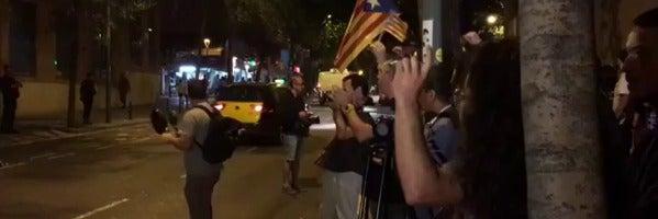 Más de 200 personas pasan la noche frente al TSJC en protesta por las detenciones contra el 1-O