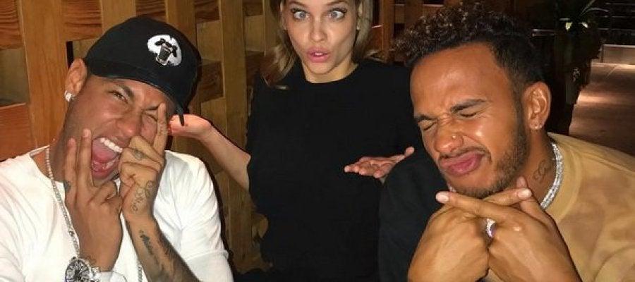 Neymar, de fiesta con Hamilton