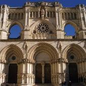 Vista general de la fachada de la catedral de Cuenca.