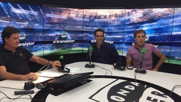 Alberto Contador en El Transistor con De la Morena y Perico Delgado.