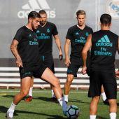 Theo Hernández y Benzema, en un entrenamiento del Real Madrid.