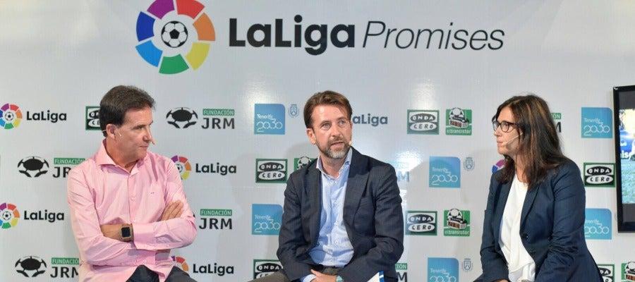 José Ramón de La Morena junto a Carlos Alonso, Presidente del Cabildo de Tenerife y Cristina Sánchez, miembro de LaLiga