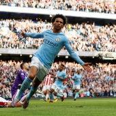 Leroy Sané celebra uno de los goles del Manchester City en la goleada contra el Stoke City