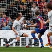 César Azpilicueta se marca en propia puerta un gol en contra del Chelsea