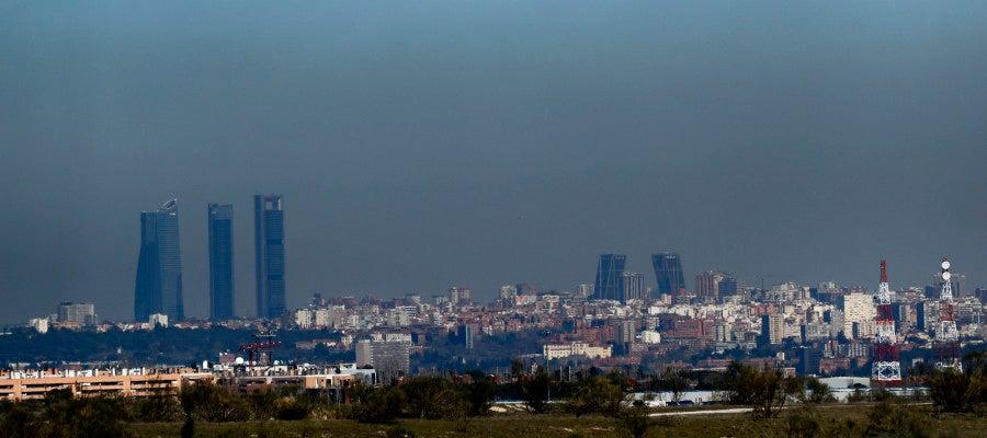 Vista de Madrid cubierta por una 'boina' de contaminación