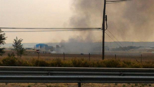 La columna de humo tras el accidente de un F-18 en Torrejón de Ardoz