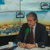 El ministro de Fomento, Íñigo de la Serna, durante una entrevista en Más de uno con Carlos Alsina