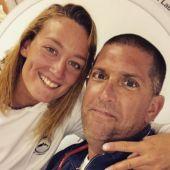 Mireia Belmonte, junto a su entrenador Fred Vergnoux