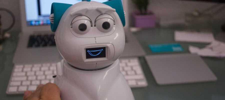 El robot premiado se llama Aisoy1 KiK