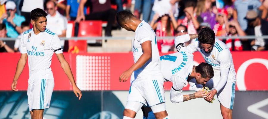 Ramos besa la bota de Isco tras el 0-1 en Montilivi