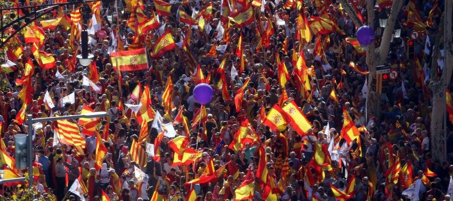 Decenas de miles de personas llenan Barcelona en la marcha convocada por SCC contra la independencia