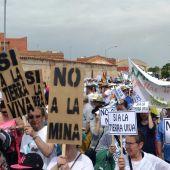 Manifestación en contra de tierras raras